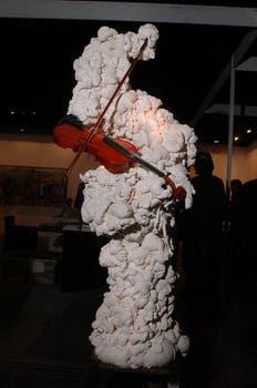 Músico Blanco con violín, una de sus obras en la apertura de ArteBA 2007. Foto: Archivo