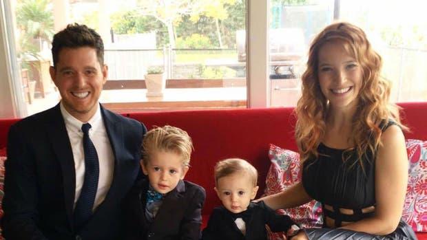 Michael Bublé junto a Luisana Lopilato y sus hijos