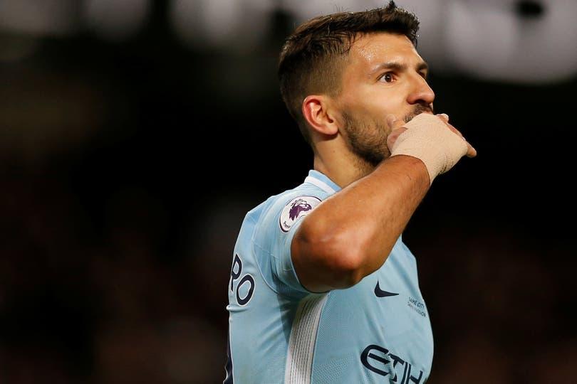 Convirtió cuatro en el 5-1 de Manchester City, que se encamina al título; el Kun suma 28 tantos en las competencias oficiales de 2017/18, uno más que Leo; una sociedad que ilusiona a la selección para el Mundial