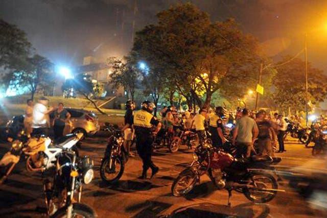 Policías durante la protesta en Tucumán