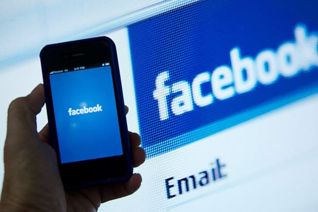 Facebook busca posicionarse en el mundo móvil y en los avisos publicitarios, en una fuerte apuesta de Wal-Mart por los avisos personalizados