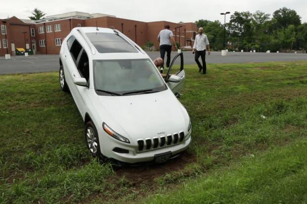 Un ataque informático a un Jeep Cherokee de 2014 logró controlar de forma remota diversas funciones del vehículo hasta dejarlo fuera de circulación