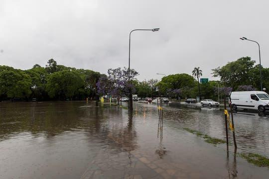Los lagos de Palermo desbordaron por la incesante lluvia. Foto: LA NACION / Fernando Massobrio