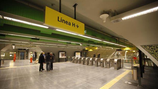 Inauguraron la estación Carlos Jáuregui de Línea H