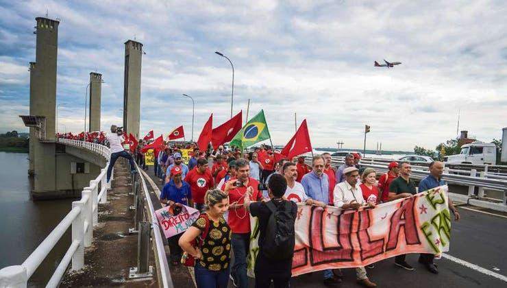 Ordena juez brasileño retirar pasaporte a ex presidente Lula Da Silva