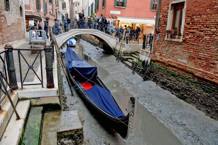 En Venecia, un paisaje insólito: los canales se quedaron sin agua