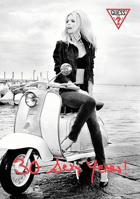 Campaña de aniversario, con Claudia Schiffer, ícono de la marca, 23 años después del primer shooting.
