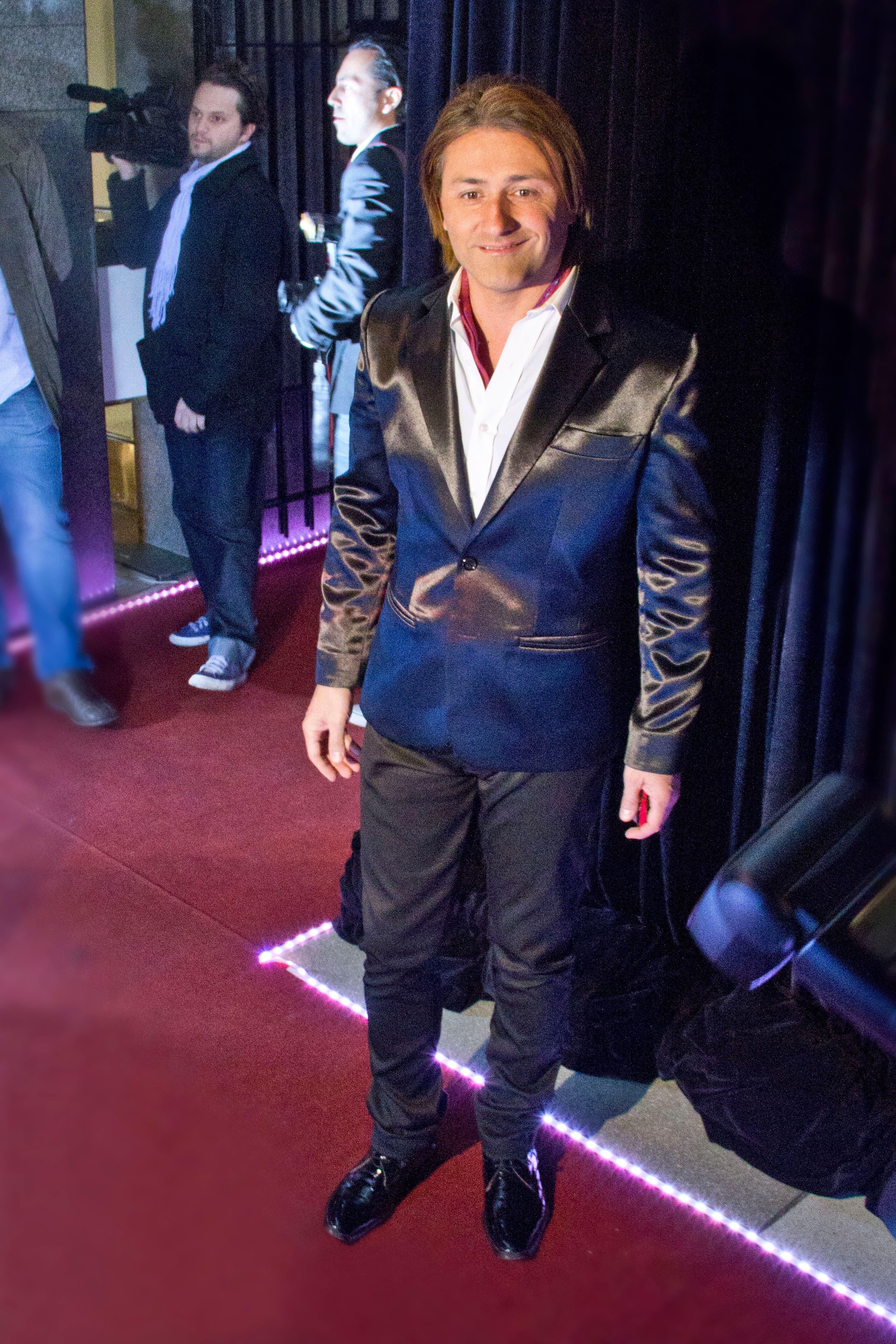 Daniel Gómez Rinaldi, en la alfombra roja. Foto: /hola.com.ar