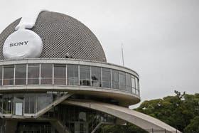 El Planetario se suma a la ciudad sin ruido; ayer amaneció con auriculares