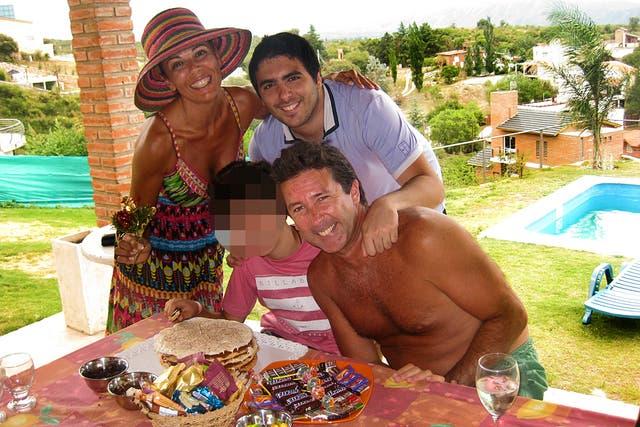 En 2012. La familia de Iliana festejando el cumpleaños del más pequeño de la trouppe.