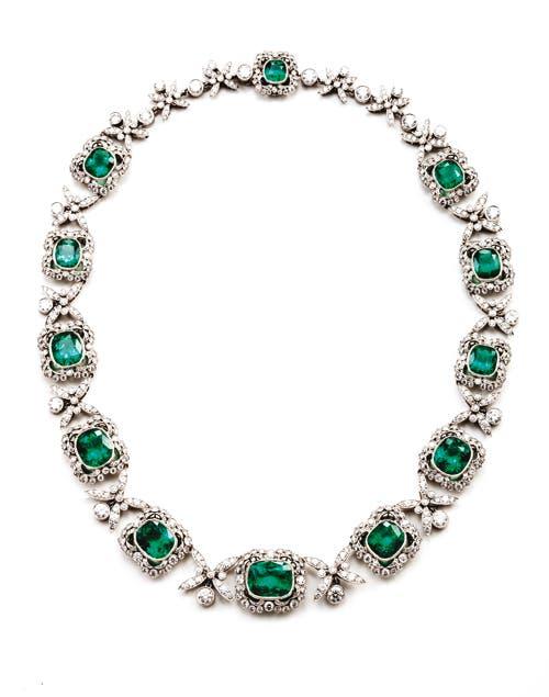 Gargantilla de platino, brillantes y esmeraldas, Arita.