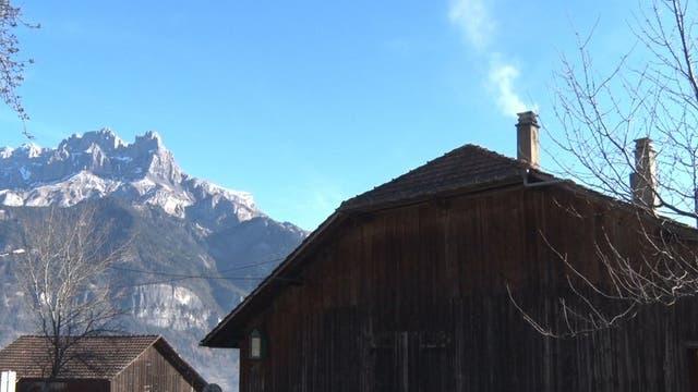 Las lindas aldeas son parte del encanto alpino, pero el volumen de humo que despide la madera es perjudicial.