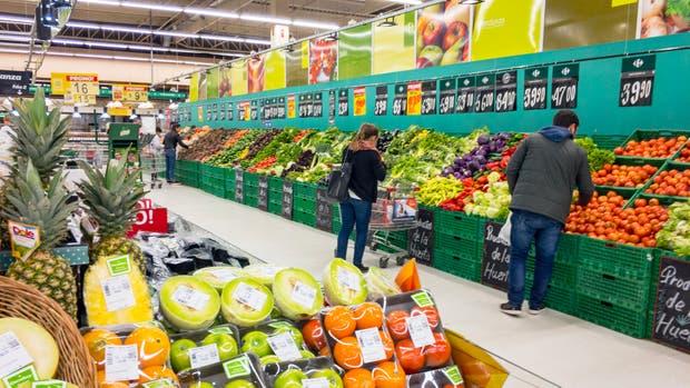Volvió a caer el consumo en supermercados y shopping