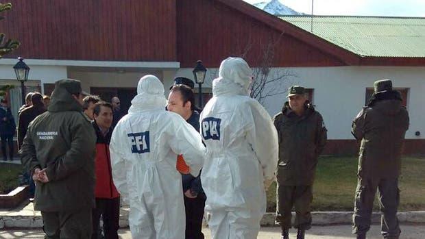Con la ayuda de perros, allanaron un escuadrón de la Gendarmería Nacional en Esquel