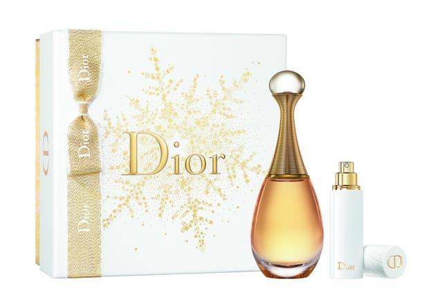 J'adore de Dior. Eau de Parfum. Una propuesta floral con matices frutales y toques almibarados que se traducen en una dulzura exótica.