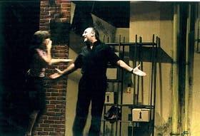 Victoria Carreras, como la alumna, y Rubén Stella, como el maestro de tango y ex ferretero