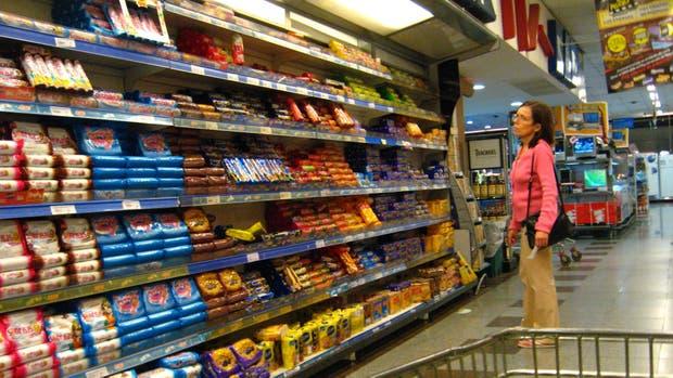El Gobierno discute con las empresas subir impuestos a alimentos no saludables