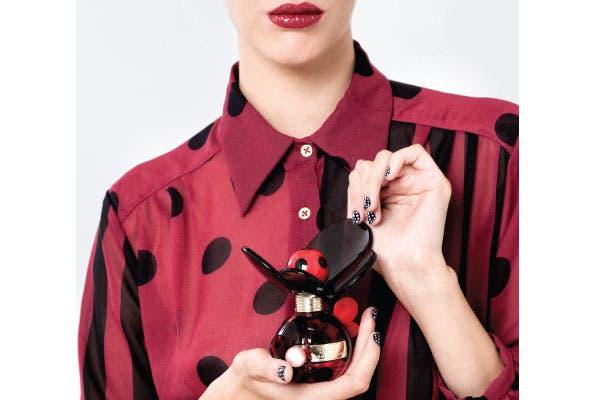Alegre: El nuevo Dot 50 ml (Marc Jacobs, $600) es una fragancia exuberante, floral y vivaz. Ideal para chicas eclécticas y divertidas, amantes de las tendencias y los estampados. Muy divertida..
