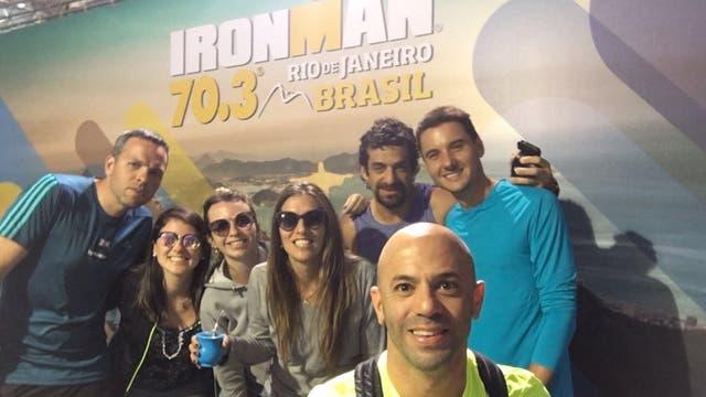 De izquierda a derecha: Bruno, Mariana, Luciana, Carolina, Luis, Luciano y Ricardo, equipo y familiares para apoyar la aventura