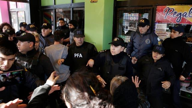 Manifestantes en el juzgado de Esquel
