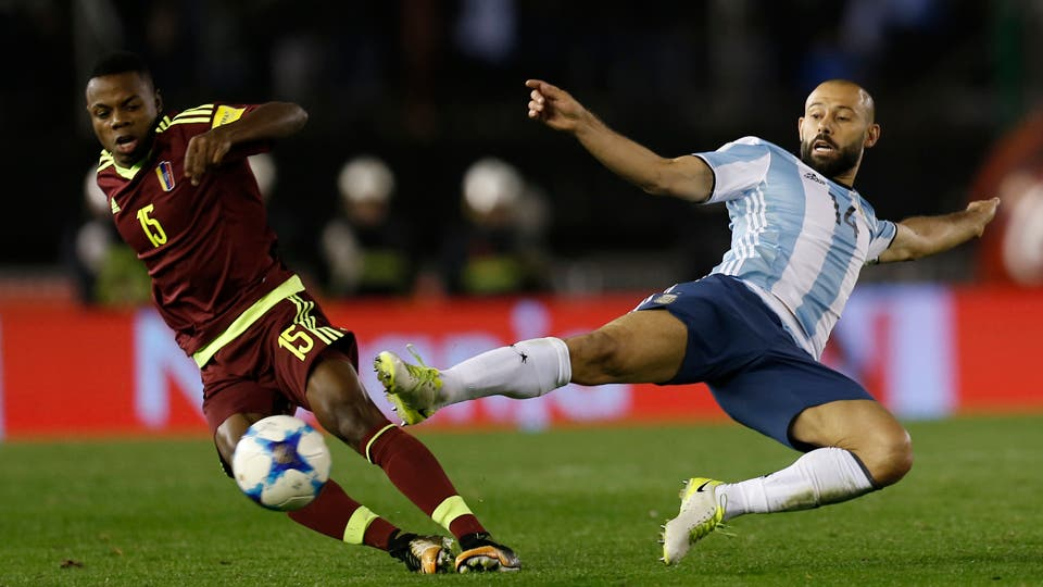 Mascherano volvió a ser titular en la selección y tuvo un partido irregular, arrancó con todo en el primer tiempo y bajó su rendimiento para el segundo. Foto: LA NACION / Fabián Marelli