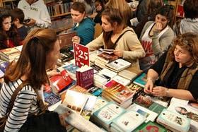 Las mujeres leen más que los hombres