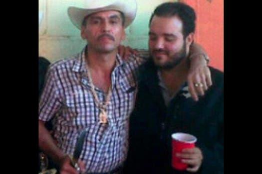 Ismael Zambada, hijo de ''El mayo'' Zambada, líder del cártel de Sinaloa, con Manuel Torres Félix, alias ''El ondeado'', lugarteniente de la organización delictiva abatido por el ejército en 2010. Foto tomada de la cuenta @ismaelimperial en Twitter. Foto: @ismaelimperial