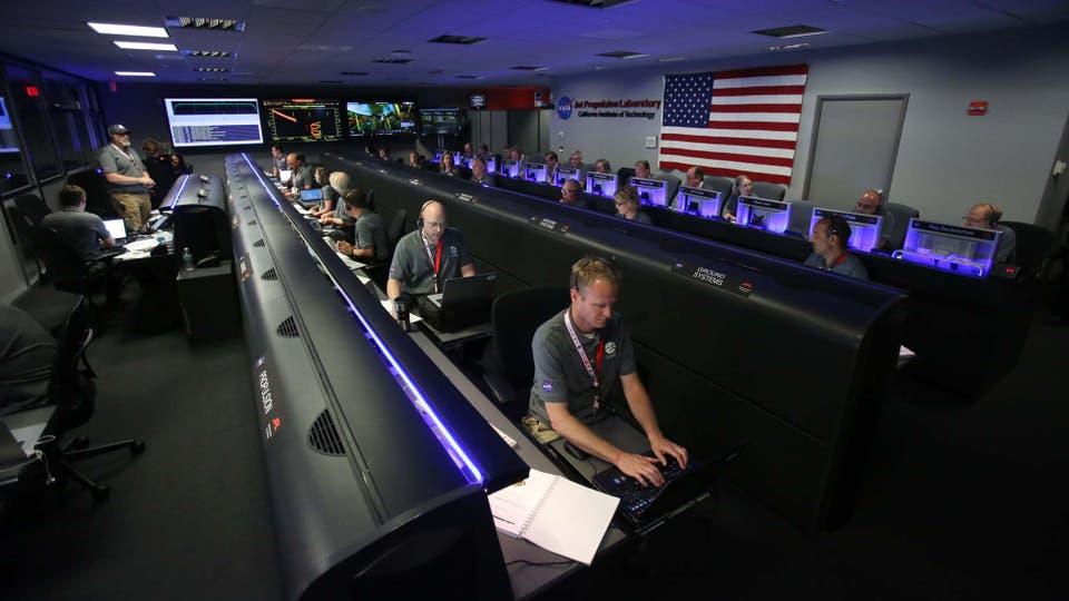 Miembros de la NASA atentos al recorrido de Juno. Foto: AFP / POOL / Ringo Chiu