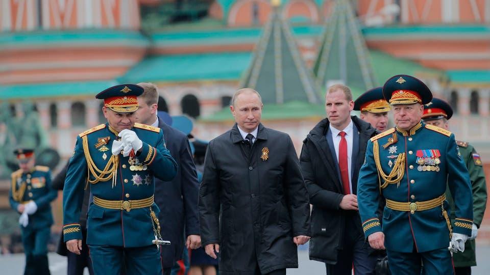 Putin desplegó todo el poderío de sus fuerzas armadas y celebró, como todos los 9 de mayo, el Día de la Victoria en la Plaza de Roja. Foto: AP / Yuri Kochetkov