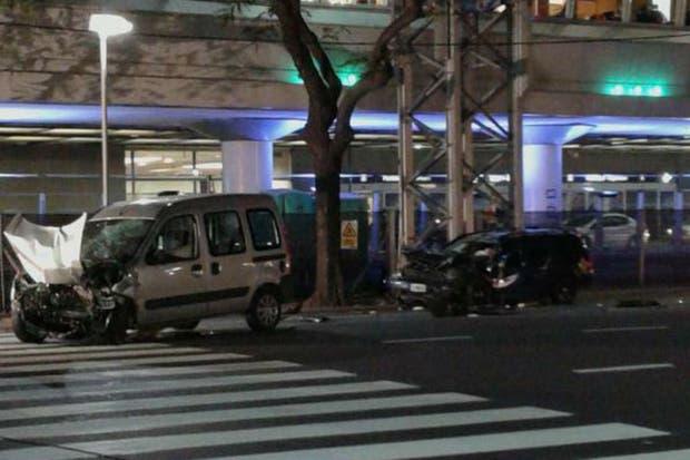 Una camioneta Renault Kangoo y un coche Volkswagen Golf protagonizaron el choque frente al Aeroparque