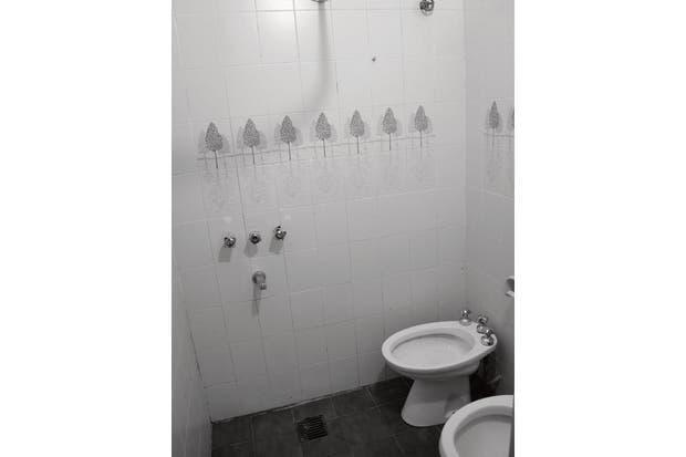 El baño era mínimo, sin bañera y con una distribución y funcionalidad deficientes.  Foto:Living
