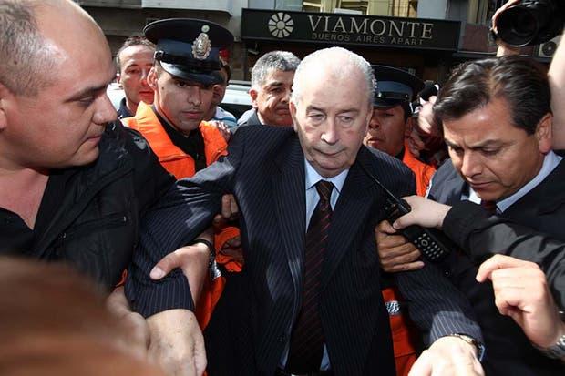 El 18 de octubre de 2011 al llegar a la sede de la AFA por las elecciones a presidente de la entidad.  Foto:Archivo /Maxie Amena / LA NACION
