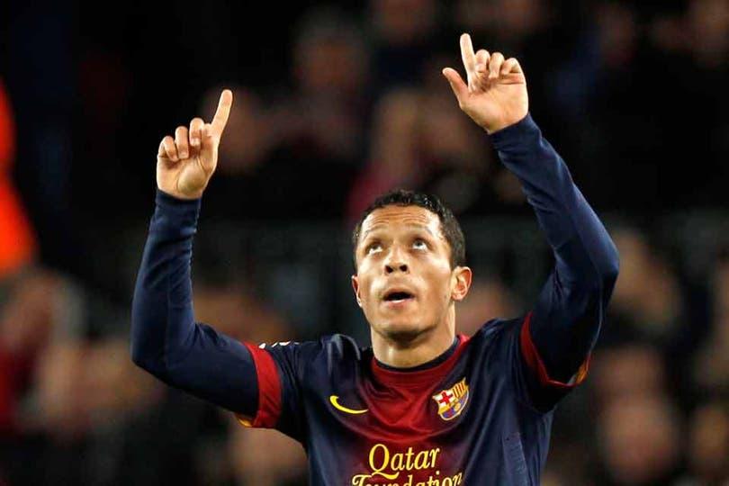 Adriano marcó un verdadero golazo para el 1 a 1. Foto: AFP