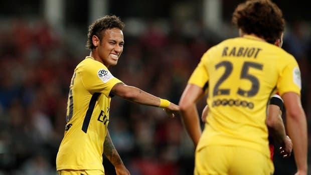 La alegría de Neymar, tras marcar un gol en su debut en PSG