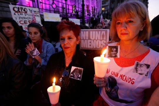NiUnaMenos, en defensa de la mujer y contra el femicidio, una multitud se reunió frente al congreso teñido de violeta. Foto: LA NACION / Fabián Marelli