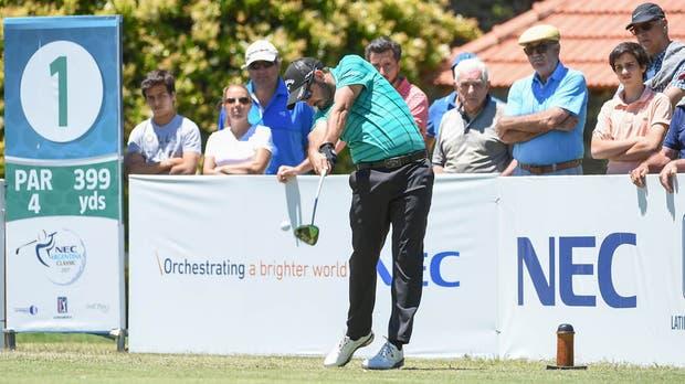 Pega Julián Etulain; el jugador que actuó en el PGA Tour se consolida en la cima