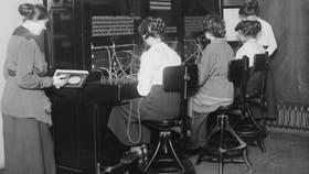 Al principio, el conector fue usado por los operadores en las antiguas centralitas telefónicas