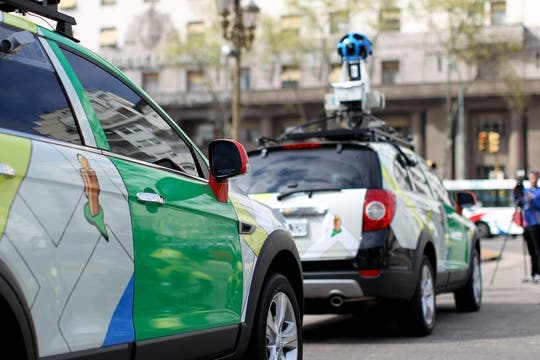 Así son los autos de Google para capturar las imágenes de la ciudad. Foto: EFE