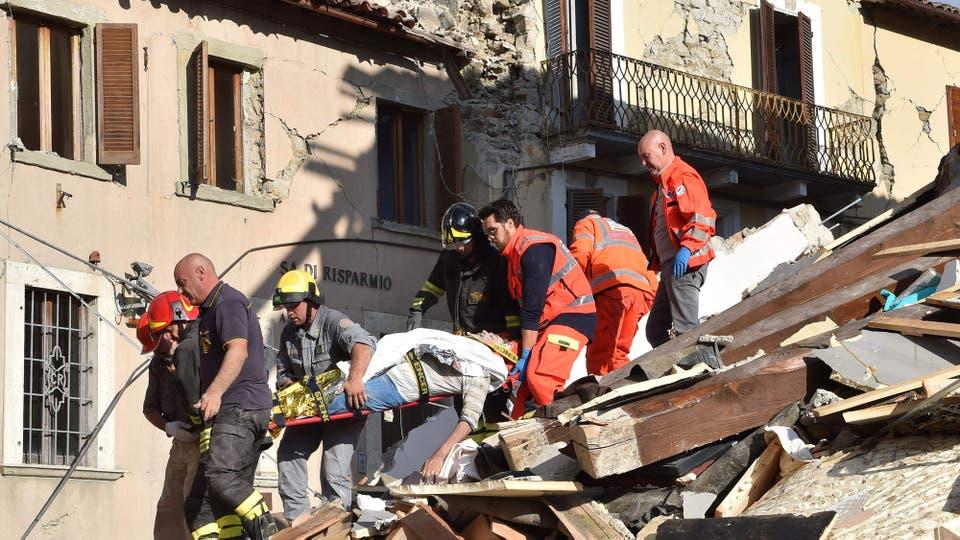 El terremoto fue durante la madrugada eso provocó mayor cantidad muertes y heridos ya que la mayoría estaba en sus casa durmiendo. Foto: AFP / STR