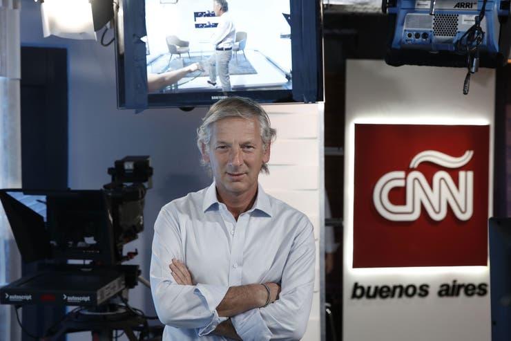 El periodista líder de la radio vuelve a la televisión con un programa de entrevistas para la señal CNN en Español