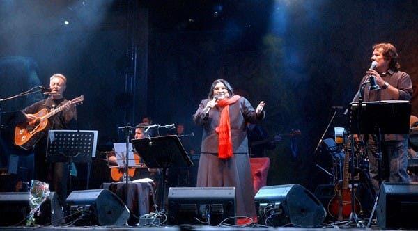 La Negra, junto a Víctor Heredia y León Gieco en el cierre de Cosquín 2007. Foto: Archivo / Búsqueda documental de PCDRB