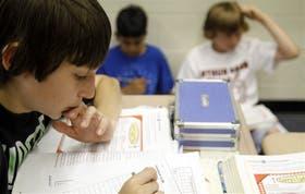 Los chicos odian hacer deberes para el colegio; ahora, son muchos los especialistas que recomiendan no recargar su tiempo libre