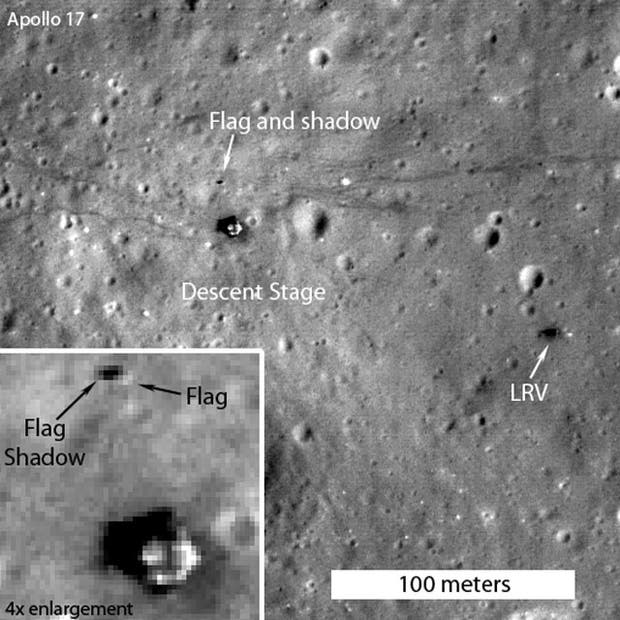 La imagen muestra el lugar del alunizaje del Apolo 17 y detalla la zona donde todavía sigue en pie la bandera de EE.UU.