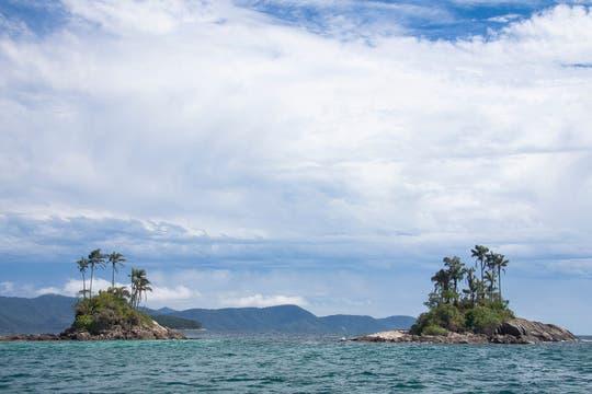 Las islas Botinas, o Gemelas, en la bahía de Angra dos Reis, pueden visitarse en las excursiones en lancha que se ofrecen en el continente. Foto: Martín Mangudo - Banco de Imágenes Embajada del Brasil en Buenos Aires