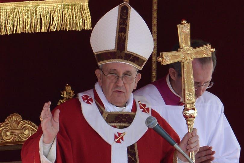 El papa Francisco encabezó la celebración de Domingo de Ramos ante 200.000 personas. Foto: AFP