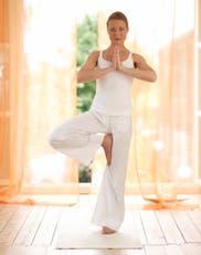 Yoga antiestres: ejercicios que alivian dolores y mejoran el ánimo
