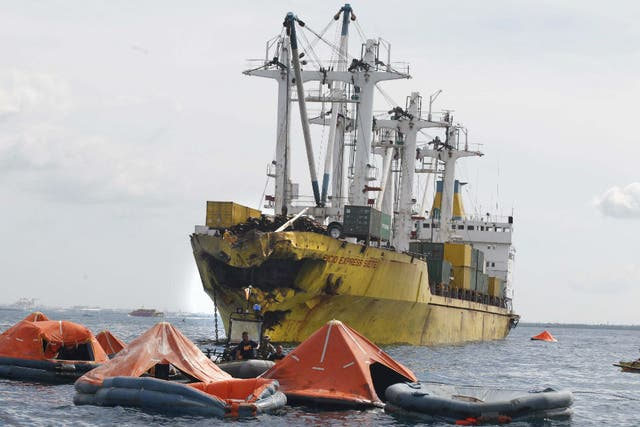 El choque de dos embarcaciones en Filipinas causó al menos 40 muertos y cientos de desaparecidos