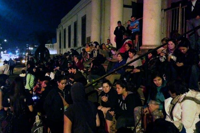 Vecinos de Antofagasta se agrupaban en las calles luego del terremoto