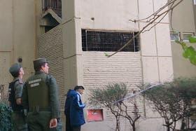 Tres chicos cayeron de un 6° piso en Villa Soldati: uno murió y otros dos están internados