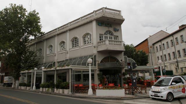 El café de la Plaza, uno de los más populares de Buenos Aires por sus macarrones. Foto: LA NACION / Daniel Jayo